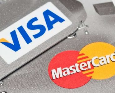 Visa 1 up's MasterCard in effort to purchase Earthport